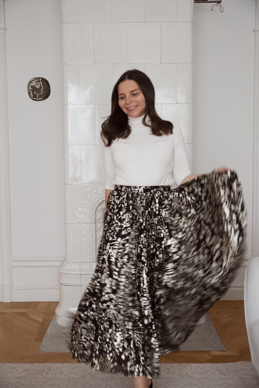 Angelica Aurell plisserad kjol.jpg