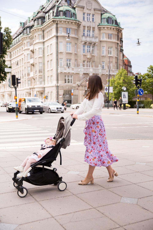Angelica Aurell blogg mode mammablogg Cubus kjol Rizzo Babyzen barnvagnjpg