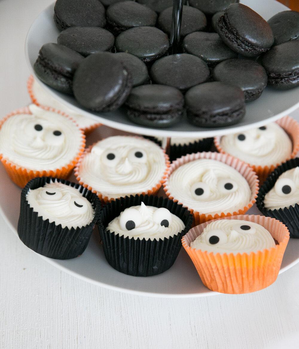 halloweenbak muffins macarons lakrits baka.jpg