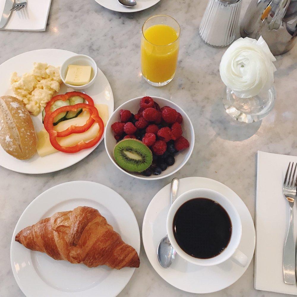 frukost Diplomat Tbar.jpg
