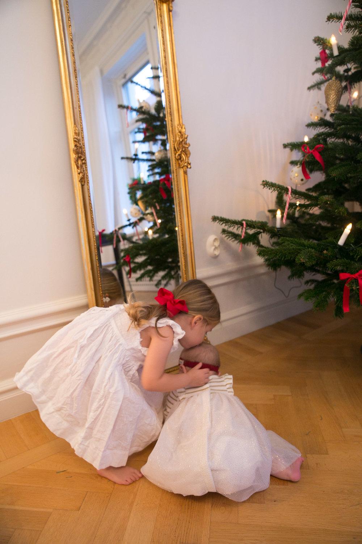 syskon puss jul Angelica Aurell barn.jpg