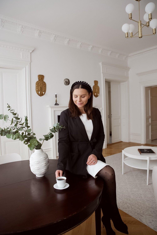 Angelica Aurell diadem kavaj prickiga strumpbyxor stil.jpg